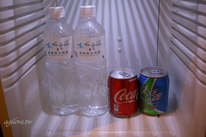水雲端旗艦概念旅館-房間冰箱內免費的礦泉水和飲料