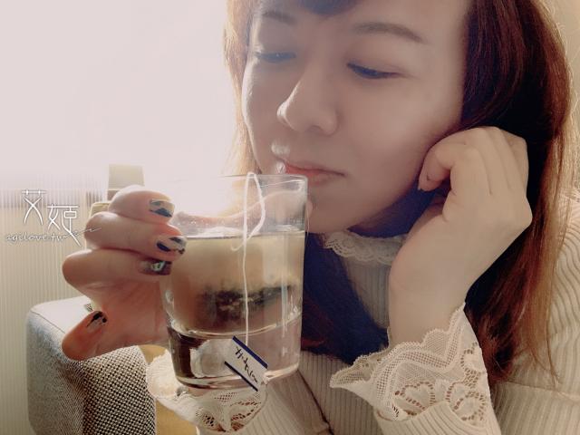 早晨來杯杭白菊黑豆茶,陽光灑落,心情也甜美了起來!